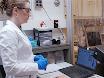 Atomare lag aflejring af Vanadium kuldioxid og en temperatur-afhængige optisk Model thumbnail